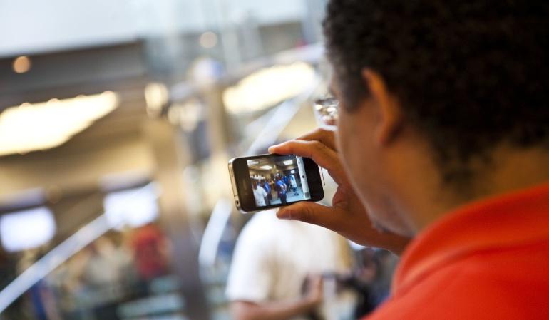 Los colombianos prefieren realizar sus consultas a través de dispositivos móviles.