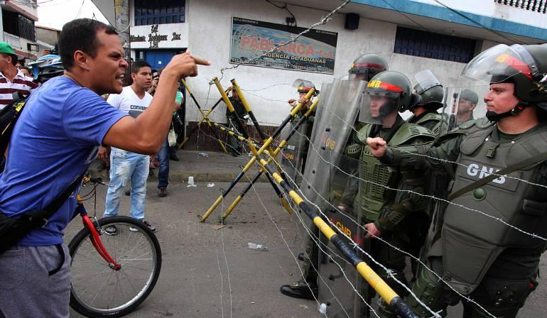 Militares se rebelaron contra Maduro y pidieron refugio en Colombia
