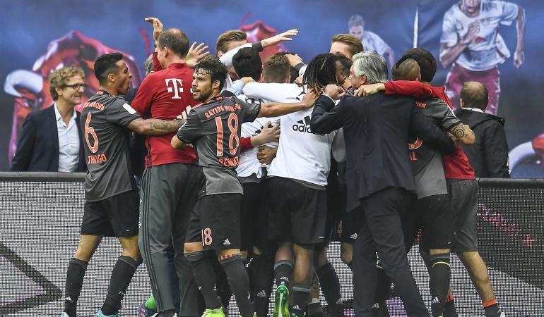 Bayern vence de visitante al Leipzig en un partido loco