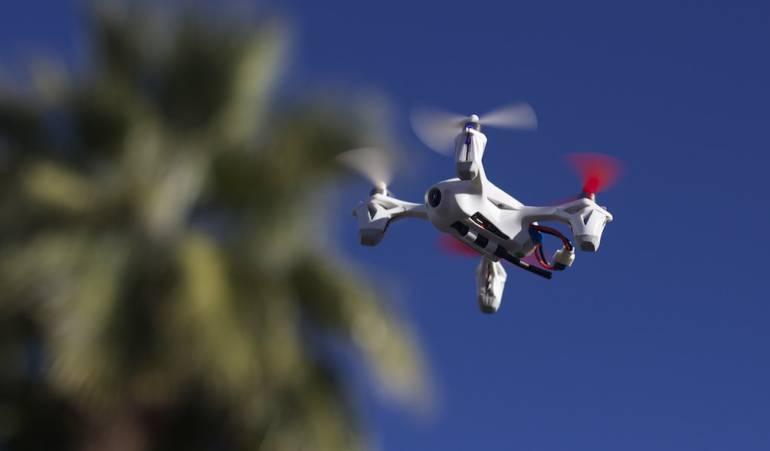 Un dron generó traumatismos en vuelos en China afectando a 10.00 personas: Un dron no autorizado afecta a más de 200 vuelos en un aeropuerto chino