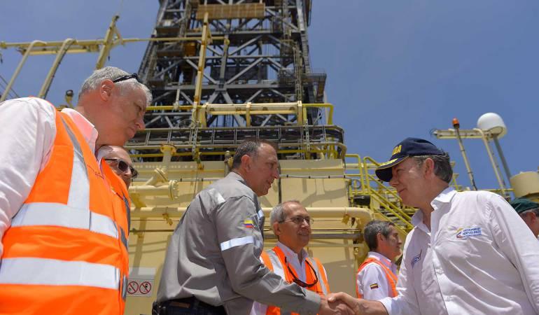Santos visita yacimientos de gas: Presidente Santos visitó exploración del pozo Siluro-1, en aguas del caribe