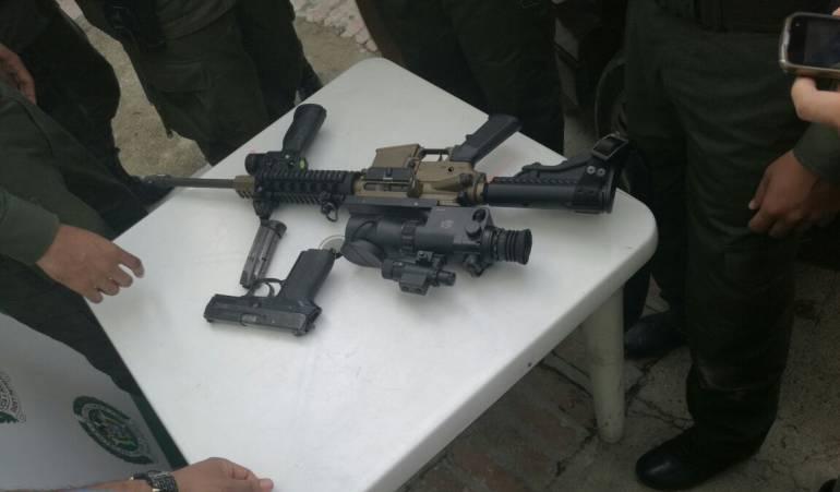 """Súper rifle Plan pistola: Capturan a un hombre con """"súper"""" rifle de francotirador"""