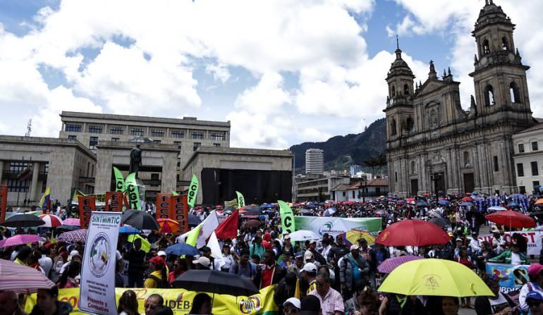Protesta de trabajadores del Estado en Bogotá