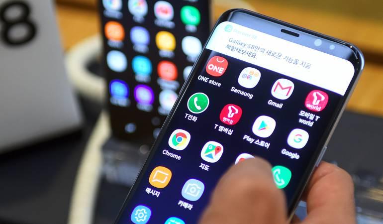 Riesgos de cargar el celular en espacios públicos: Cuáles son los peligros de cargar el celular en lugares públicos