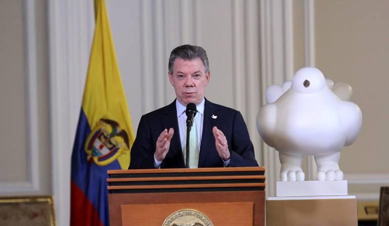 Los muros funcionan, dice Trump junto a Santos