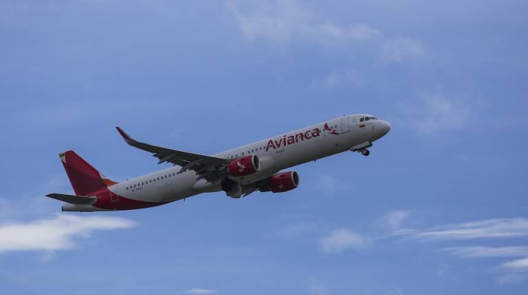 """Avianca: A una sanción de $22 millones se enfrenta pasajera de Avianca """"pasada de copas"""""""