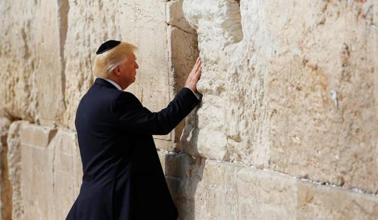 Melania rechaza con manotazo a Trump en su visita a Israel