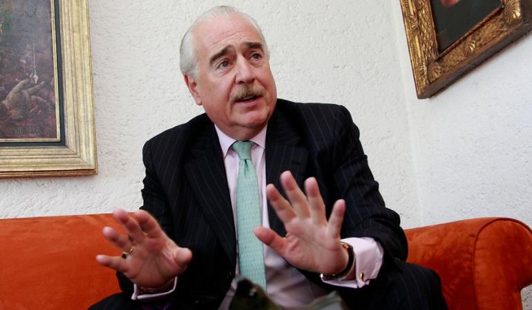 Pastrana pide a los conservadores ir en coalición con líderes del No