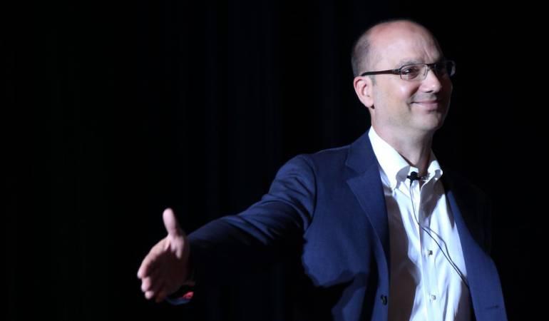 """Nuevo teléfono inteligente """"Essential"""": Andy Rubin, el padre de Android, vuelve al ruedo con el nuevo teléfono inteligente """"Essential"""""""
