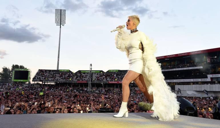 Con vestido, Katy Perry honró a víctimas de Mánchester