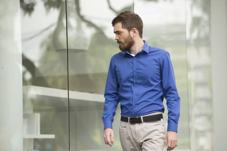 3 razones para usar camiseta bajo el traje formal