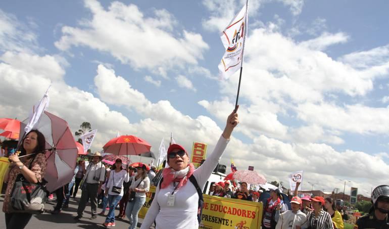 Sin solución extenso paro de maestros colombianos