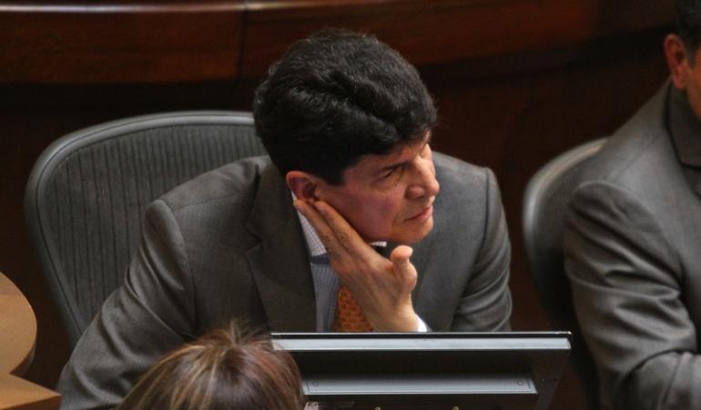 Saúl Cruz Noticias Uno: La indignación a medias del Congreso con Saúl Cruz