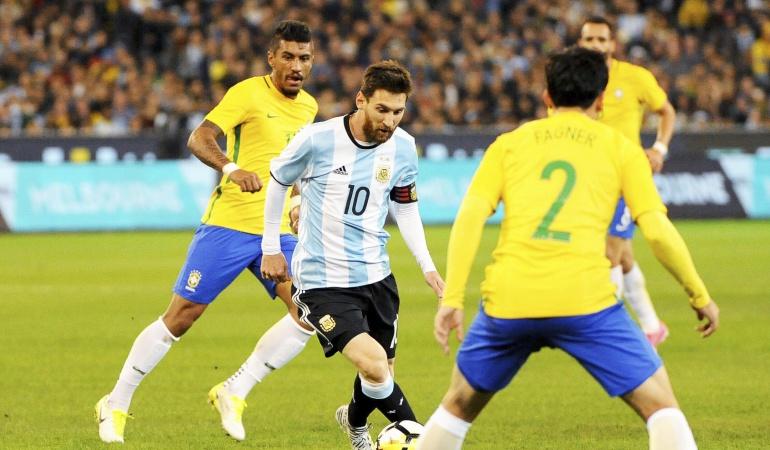 Argentina vence a Brasil en el debut de Sampaoli