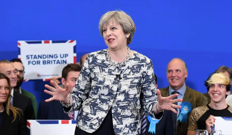 El ministro británico de Brexit apoya a la primera ministra