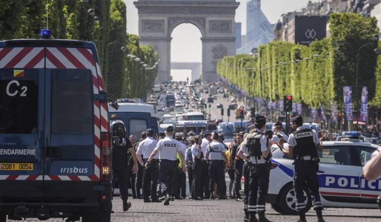 Furgón policía francesa: El terrorismo vuelve a intentar golpear a la policía francesa en París