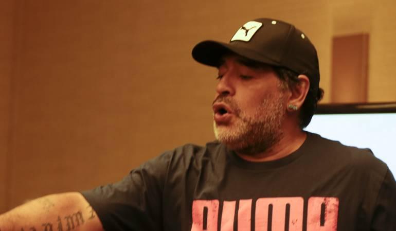 Anécdota de los hermanos Gallagher y Maradona: Maradona amenazó con disparar a los hermanos Gallagher en una de sus fiestas