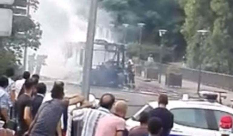 Explosión de bus en Francia: La explosión de un bus genera alerta en París