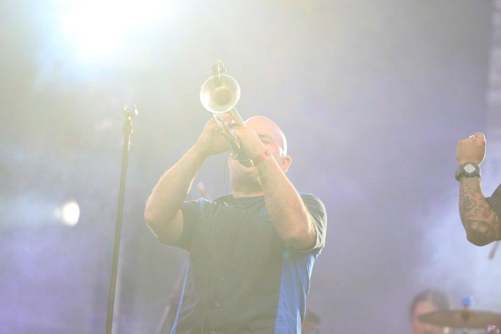 Durante tres días, la capital del país fue epicentro de cultura rockera. Más de 60 bandas nacionales e internacionales se presentaron en el Parque Simón Bolívar. Draco Rosa fue el encargado de cerrar, con broche de oro, está edición del festival. Banda: Panteón Rococó