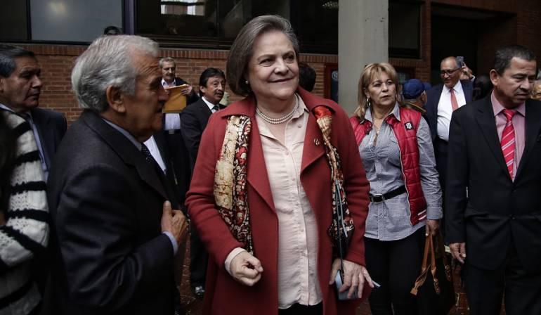 Clara López candidatura presidencial: Clara López inscribió su candidatura presidencial por firmas