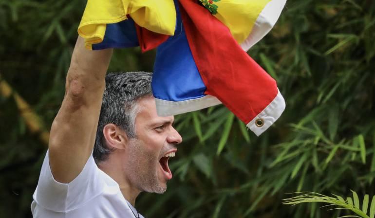 Consulta opositora en venezuela: Leopoldo López vota desde su arresto domiciliario en la consulta opositora
