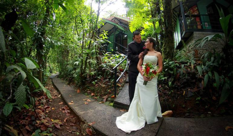 Las bodas en medio de un bosque tropical se están convirtiendo una nueva tendencia que se desarrolla en Costa Rica