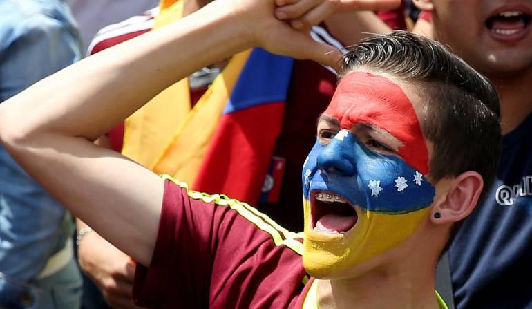 Reacciones oficialismo tras plebiscito venezuela: Canciller venezolano acusa a medios internacionales de mentir sobre consulta