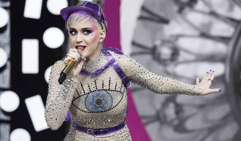 Katy Perry tuvo un íntimo percance con su bikini en plena playa