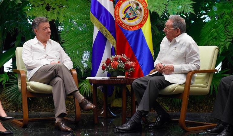 Santos y Raúl Castro hablaron sobre la crisis en Venezuela