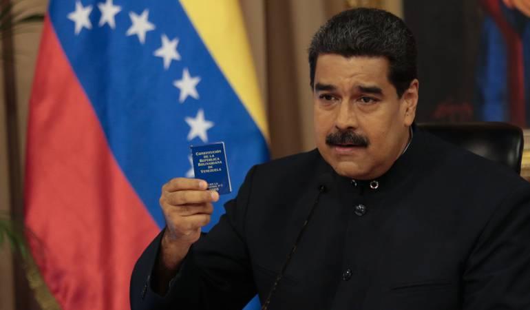 Maduro niega el paro cívico a través de videos: Manejando su propio vehículo, Maduro recorrió Caracas para negar el paro