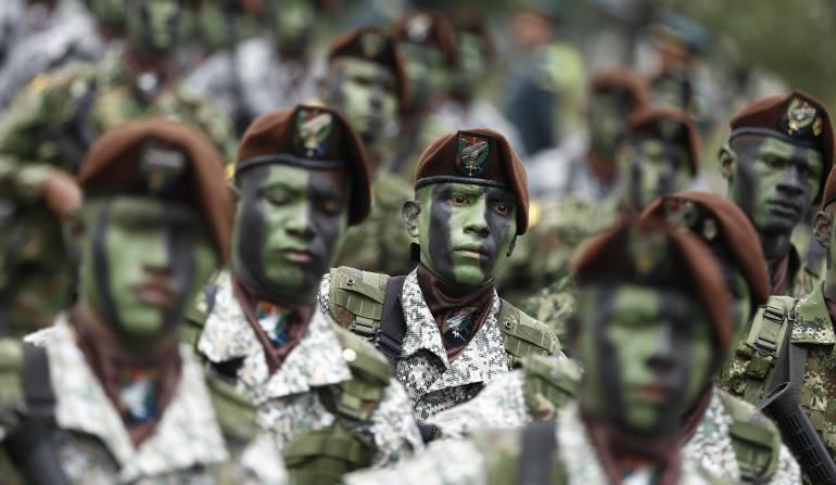 Mentirosrio sobre el desfile del 20 de Julio y la presencia de las Farc: La cadena de mensajes que sienta a las Farc en el desfile del 20 de julio