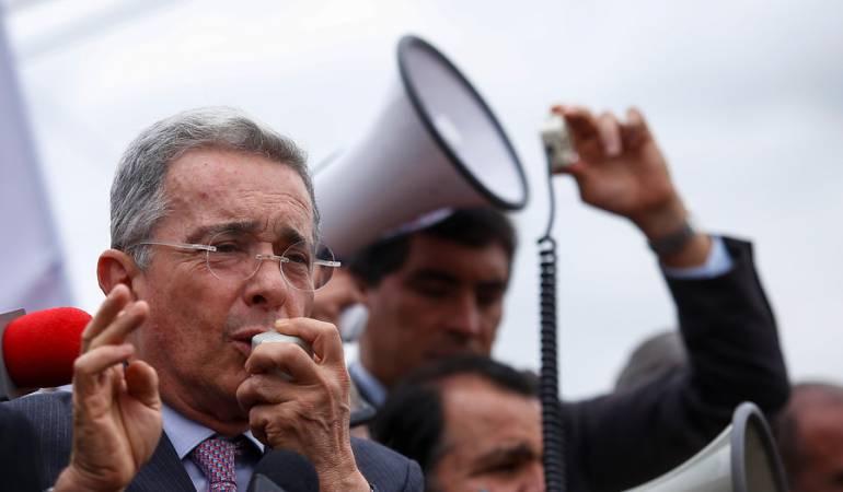 Álvaro Uribe Veléz.