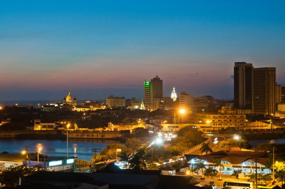 Cartagena: uno de los destinos más paradisiaca de Colombia, que fue reconocida por la UNESCO como Patrimonio Histórico y Cultural de la Humanidad,  es famosa por las murallas, arquitecturas coloniales y kilómetros de playas.