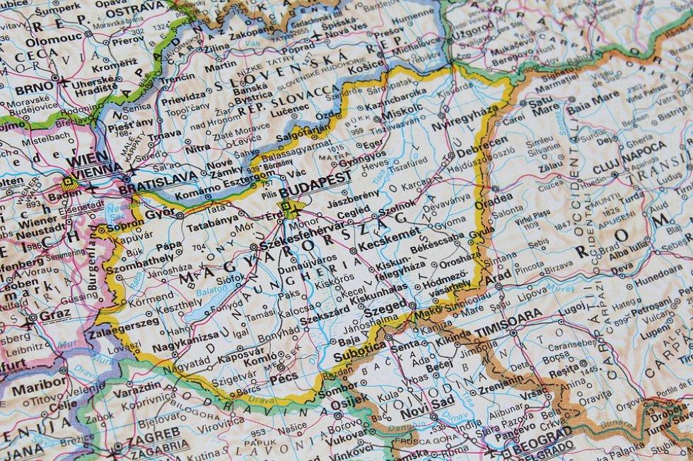 Mapa del lugar en el que va a estar y marcar los lugares a los que quiere conocer y dejar muy presente el hospedaje.