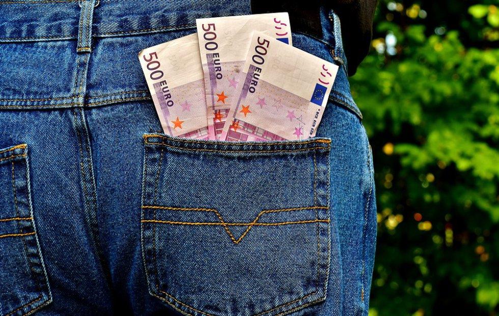 Dinero extra: puede llevar tarjetas de crédito o un poco más de dinero del que piensa gastar.