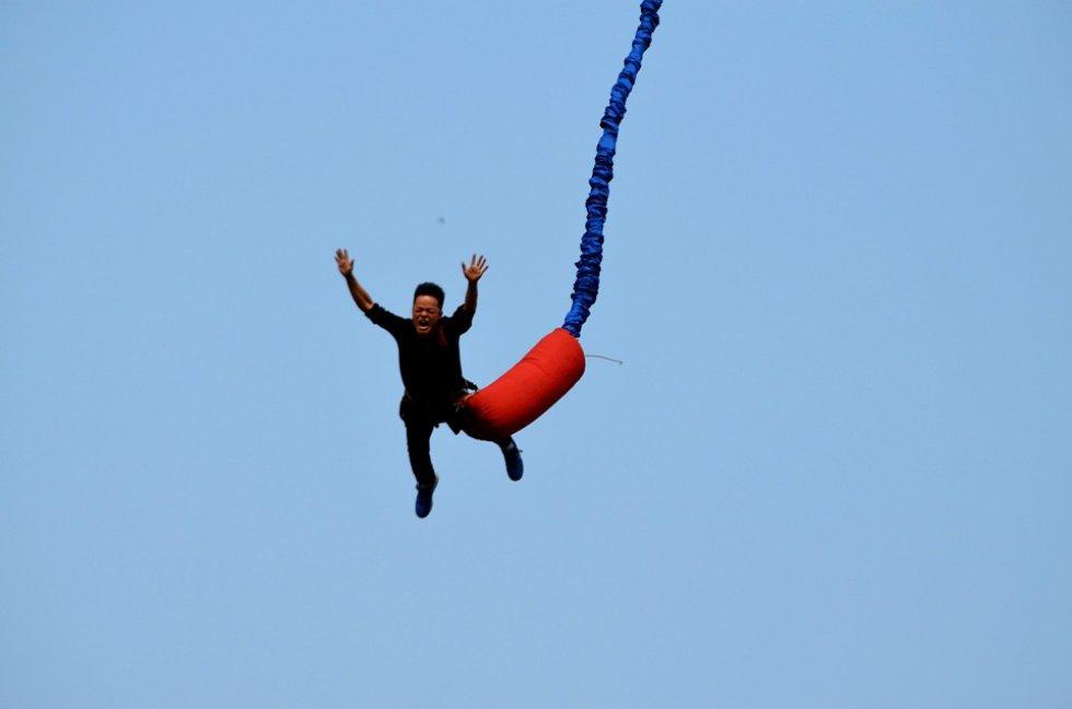Bungee Jumping: este deporte lo puede practicar en la empresa Bungee Jumping Colombia.