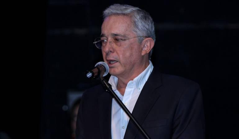 Uribe deberá retractarse de las acusaciones contra Daniel Samper