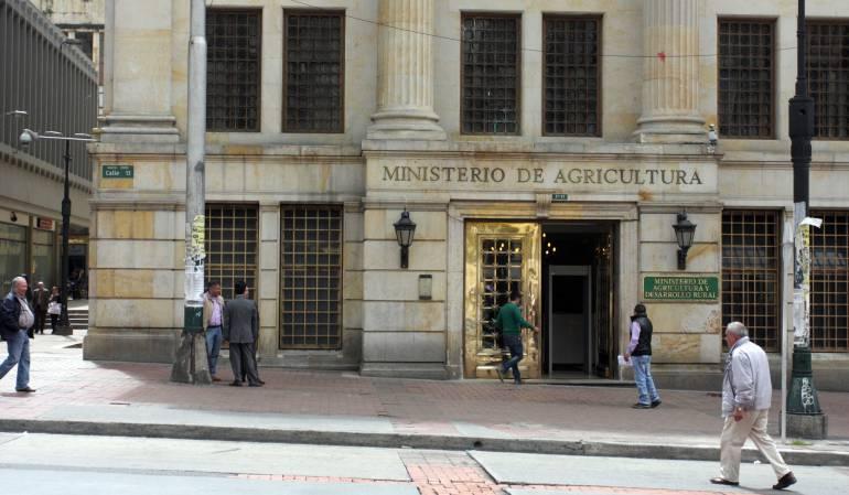 Faltas por contratación en el Ministerio: 'Dedazo' billonario en el Ministerio de Agricultura