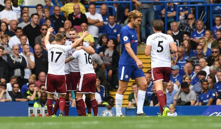 Burnley amarga el arranque del campeón Chelsea