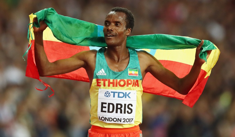 Muktar Edris Mo Farah: Muktar Edris sorprendió a Mo Farah en los 5.000 metros planos del Mundial de Atletismo