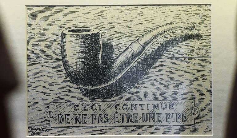 """Dentro de las obras de Magritte se incluye su famosa pipa de tabaco, acompañada de la frase """"Esto no es una pipa""""."""