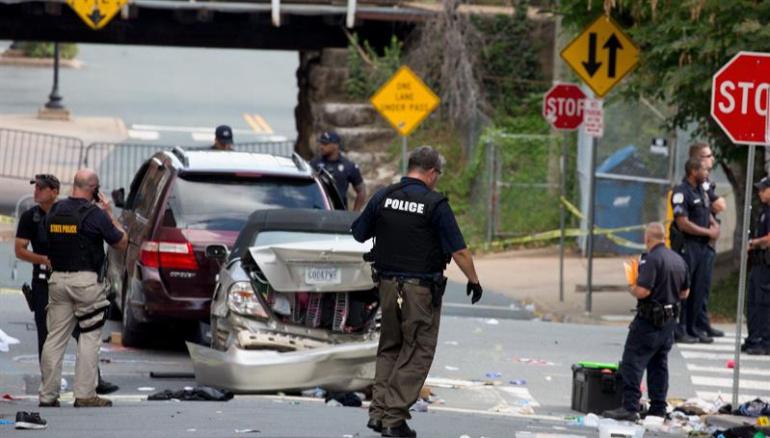 Tres muertos y 20 heridos tras violenta marcha supremacista en Virginia