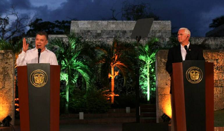 Bachelet insiste en que Chile no apoyará intervenciones militares — Visita de Pence