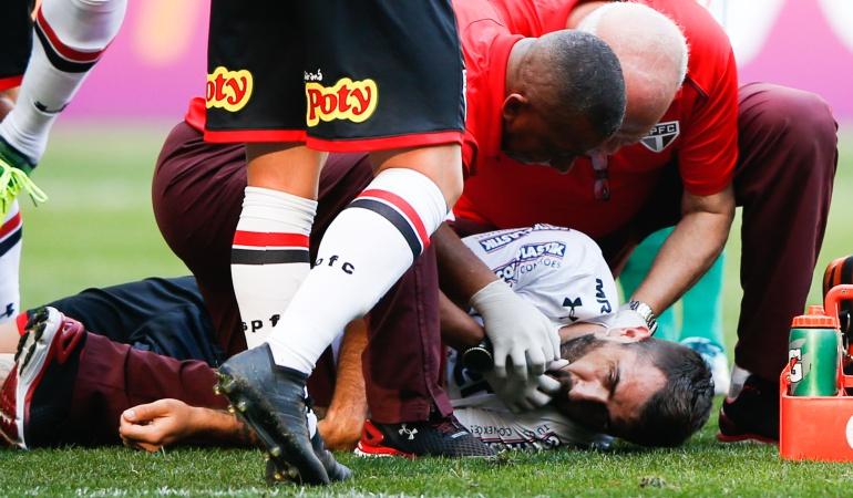 Lucas Pratto Fútbol Brasil: Impresionante: jugador argentino sufre un choque terrible en liga brasileña