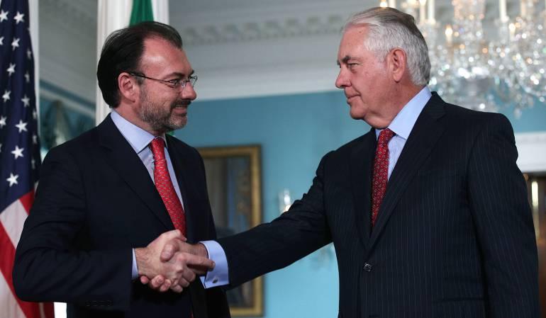 El secretario de Relaciones Exteriores de México, Videgaray, y su homólogo estadounidense, Rex Tillerson.