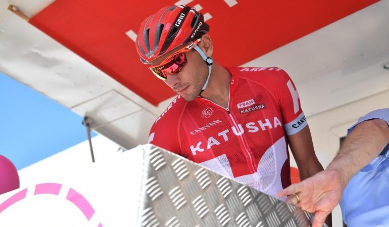 Vuelta a España: Indignante: aficionado tumba a ciclista en la Vuelta a España