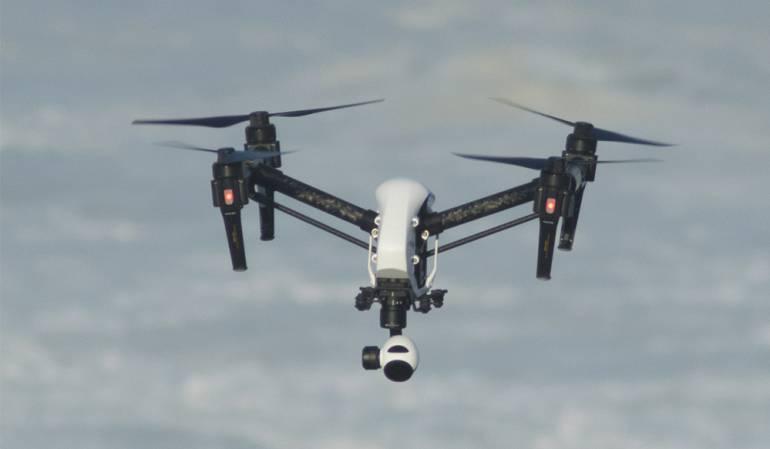 Imagen de un dron de cuatro hélices