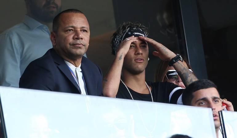 Neymar junto a su padre.