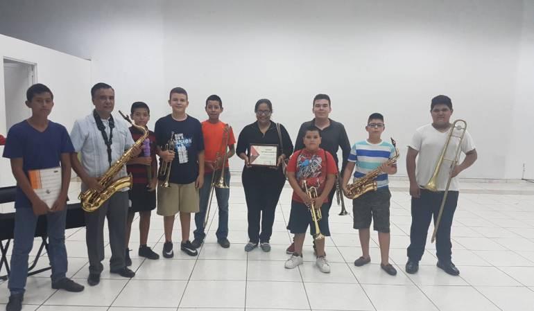El vallenato cumbia México: El vallenato y la cumbia se pasearon por México