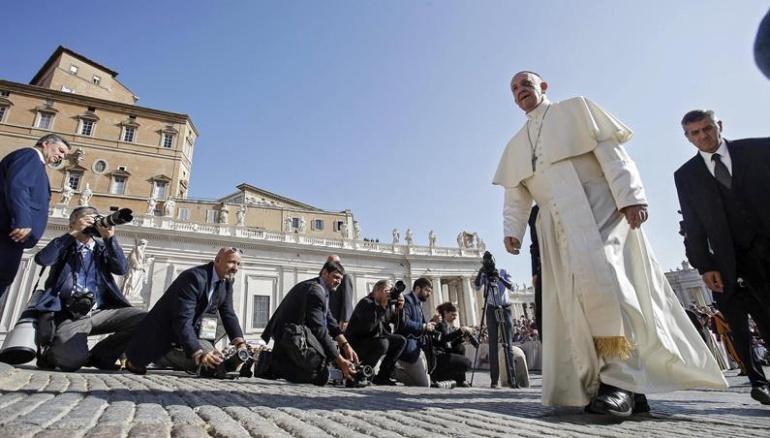 Papa pide a los colombianos que se esfuercen por construir juntos la paz